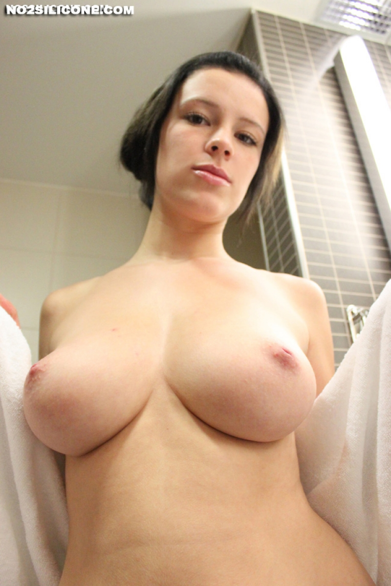 Huge natural perky tits-7399