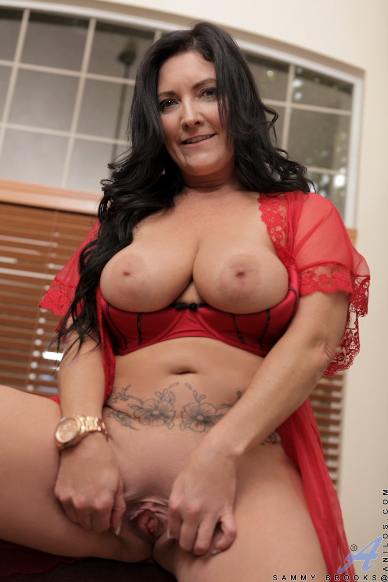 Hot cougar mom lingerie