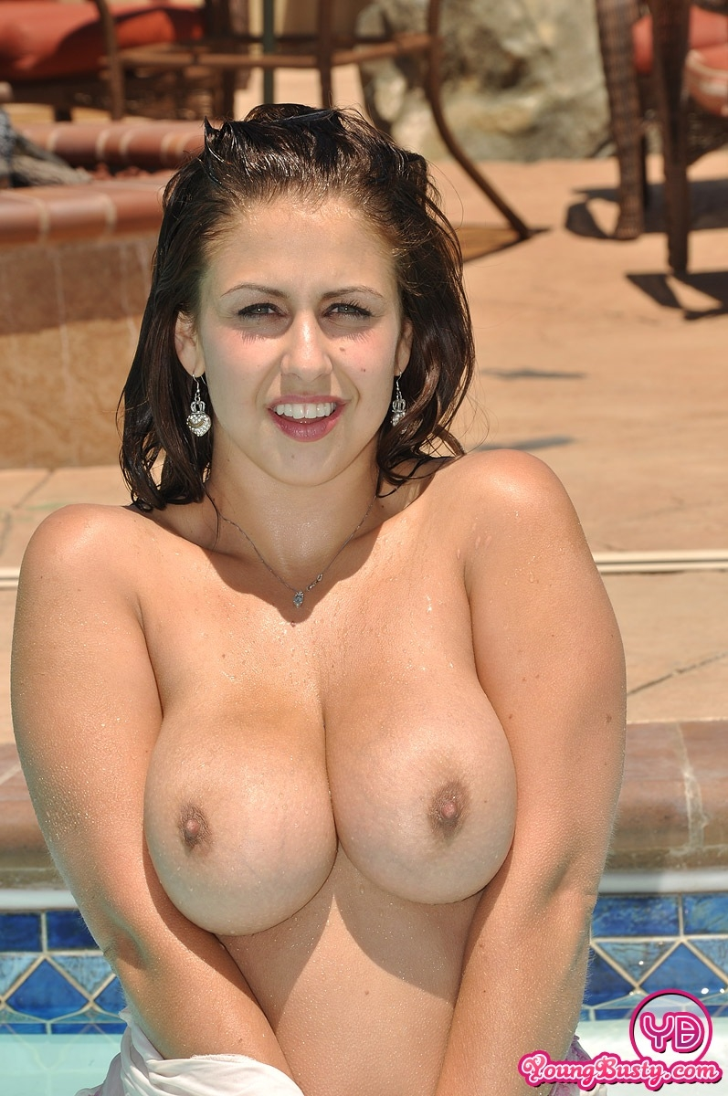 Busty Curvy Girl Gets Naked At The Public Pool