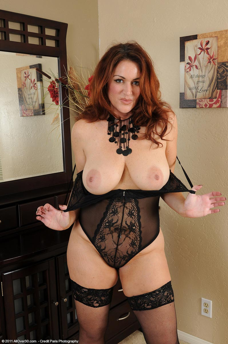 Milf in sexy lingerie presents us her body