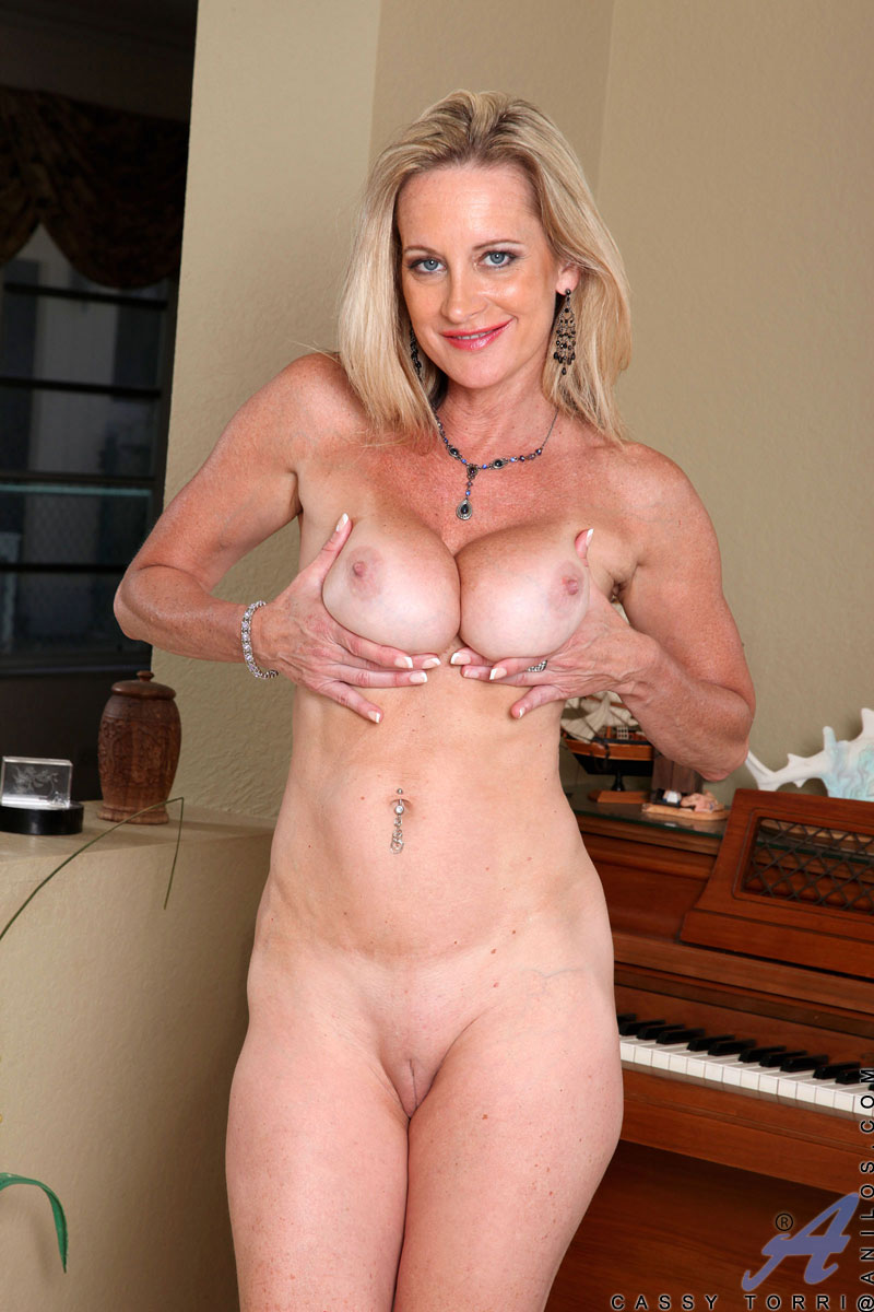 beautiful mature wife nude