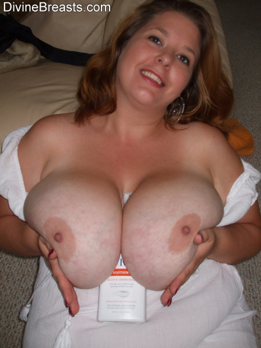 Big tits of mom