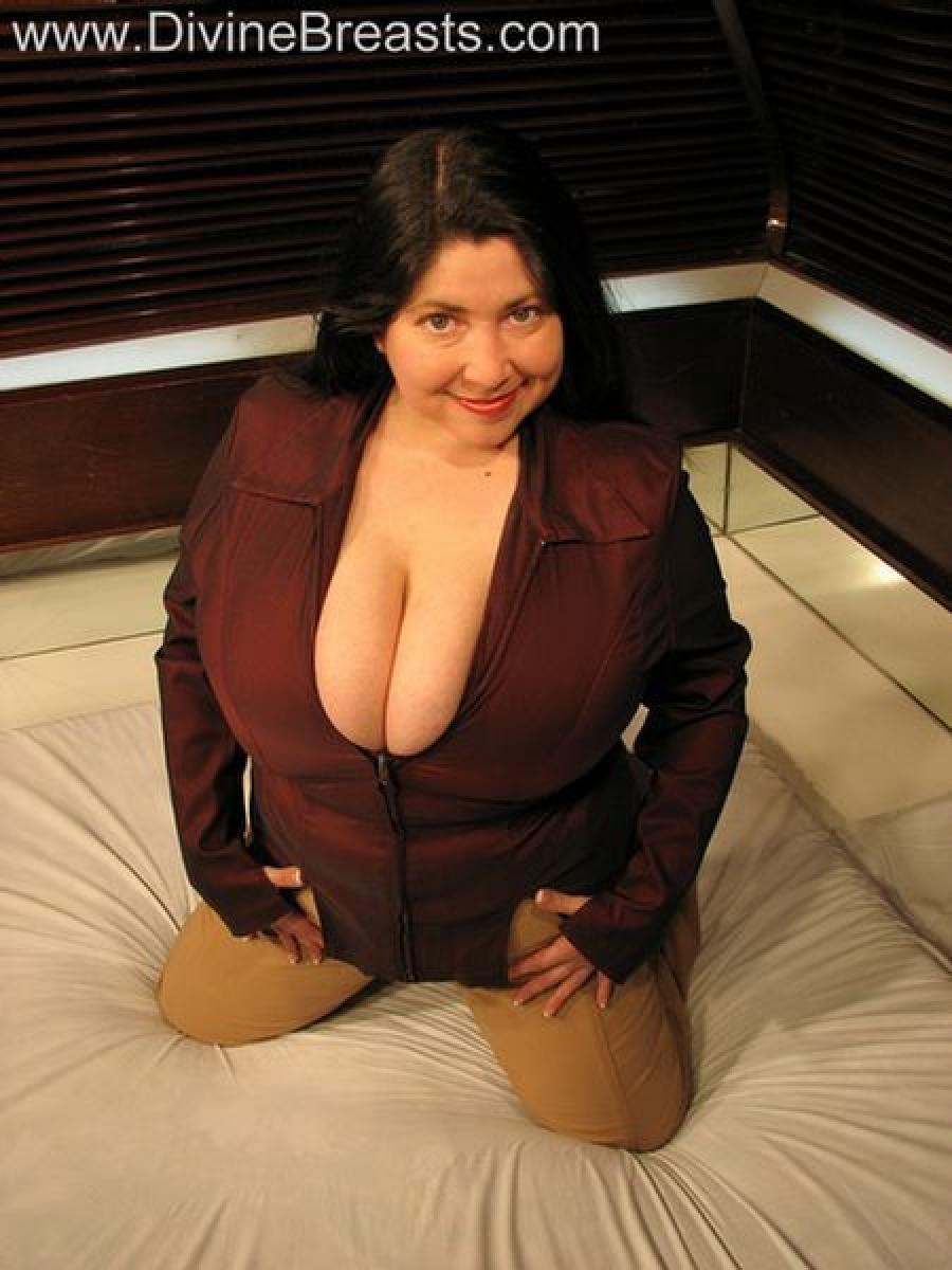 Самая сисястая женщина 8 фотография