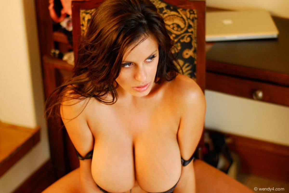 igra-striptiz-golih-devushek