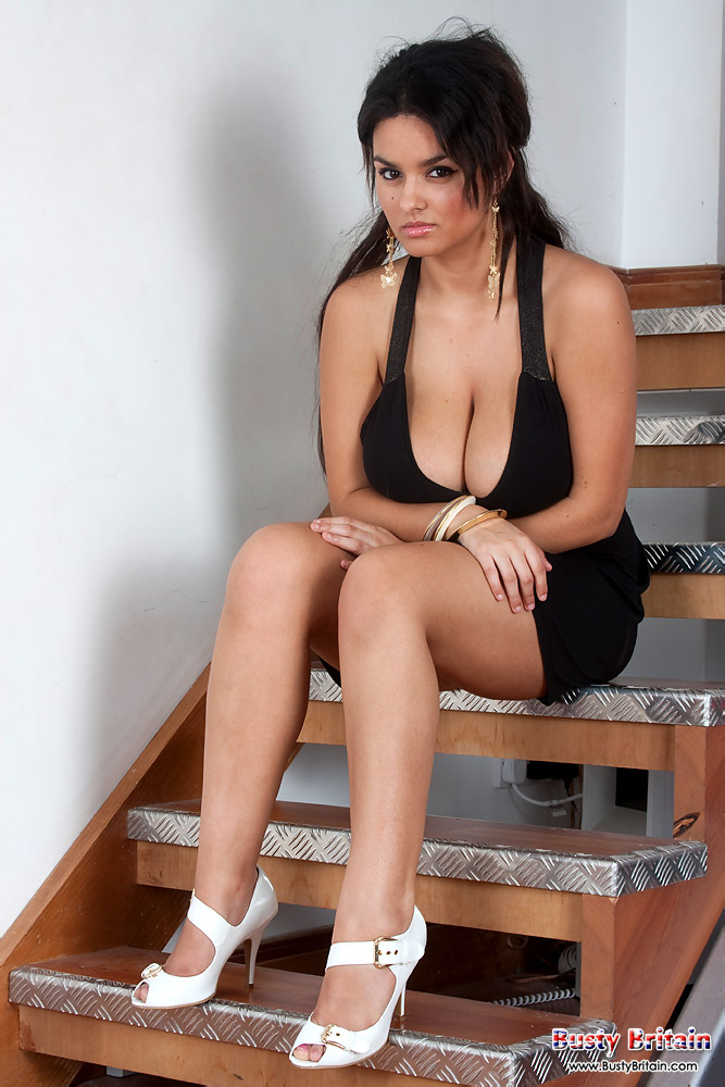 Scarlett busty britain