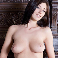 big-breasted-amateur-posing-for-met-art