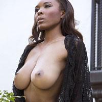 busty-curvy-ebony-model