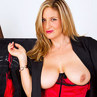 leona lee   big tits nude galleries and naked pics