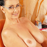 curvy-all-natural-secretary-strips-in-the-office