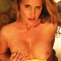 hot-toned-milf-desirae-in-yellow