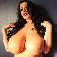 leanne-crow-nude-against-a-wall