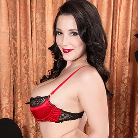 Noelle Easton Lingerie Tease