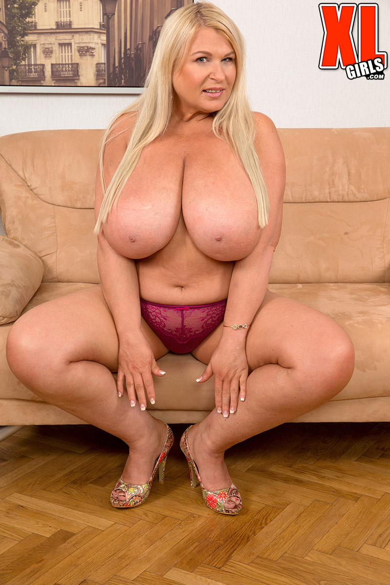 big tits muscle chick