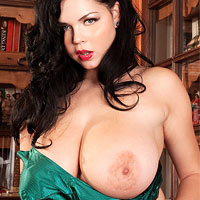 shione-cooper-shows-big-tits-in-the-library
