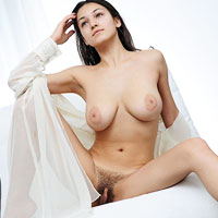 sofie-shows-her-nice-hairy-snatch