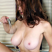 stunning-housewife-dawn-allison-doing-the-dishes