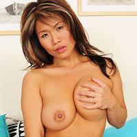 super-hot-asian-milf-trisha-and-her-killer-body